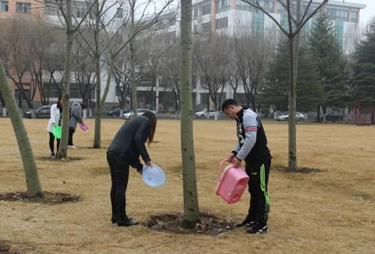 我爱树木一点点 树木遮我一片荫 记人文学院植树节爱树护树活动